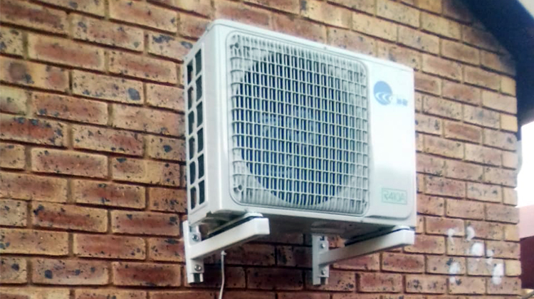 Aircon-repairs-at-cablesat-installers